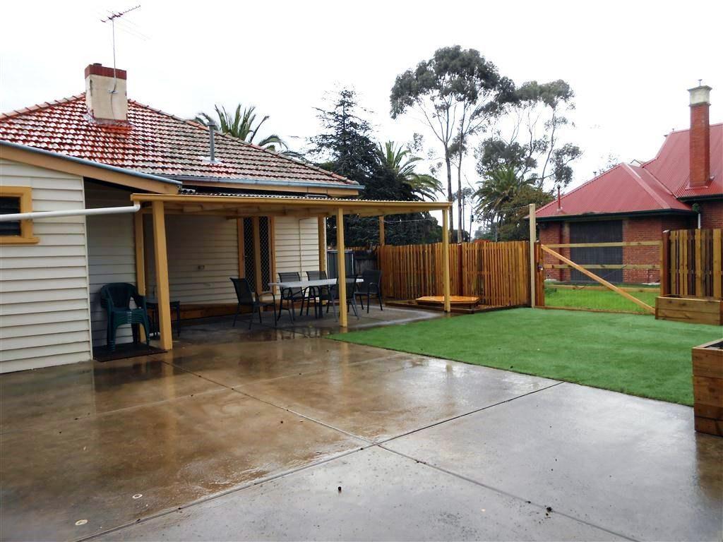 Spotswood-House-backyard-e1555915690120-1024x768